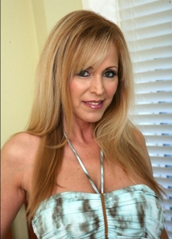 Uncensored Phone Sex with Creamy Cougar Gloria Mommy Knows Best